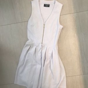 White Guess dress with pockets & statement zipper